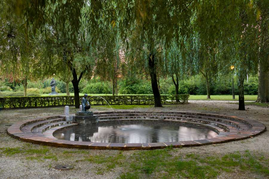 Plečnik and water: the fountains in the city